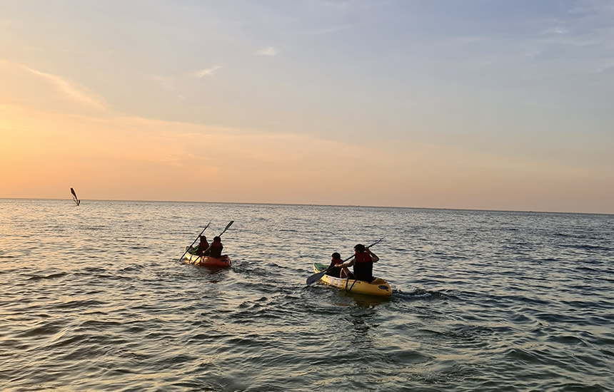 paddle board , kayak ส่วน jet ski